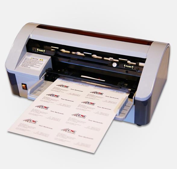 Řezačka vizitek s ručním nakládáním papíru